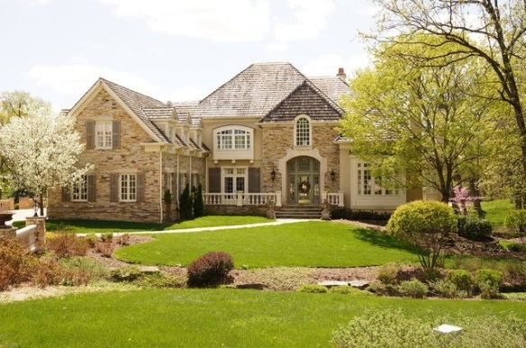 Lovely curb appeal in this North Barrington home listed by Ron Sever